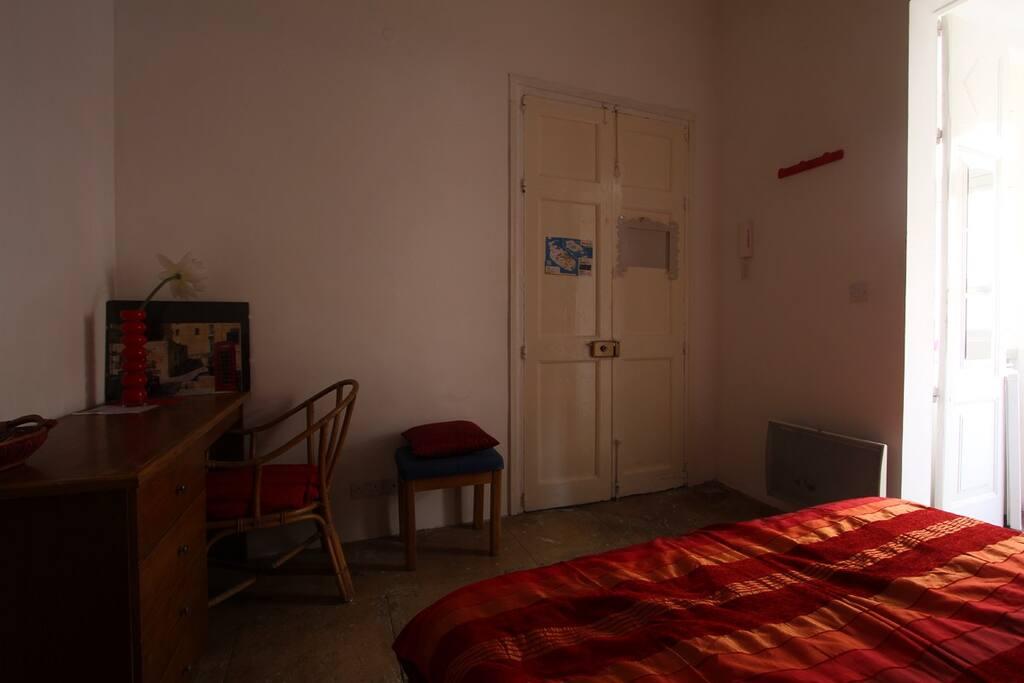 cosy studio in the heart of valetta apartments for rent in la valette malta. Black Bedroom Furniture Sets. Home Design Ideas