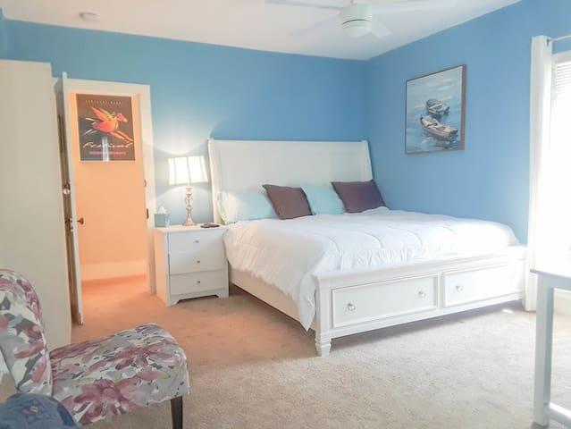 Southern Comfort Inn Guest House (Blue Skies Room)