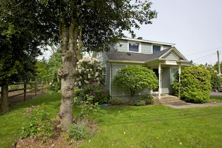Suburban Farm House near Seattle - Des Moines