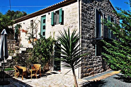 Paxos Holiday Villa (myPaxos) -MUST - Platanos - วิลล่า