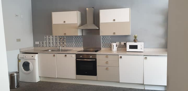 Extra Large BEDSIT/ STUDIO Flat in  CITY CENTRE