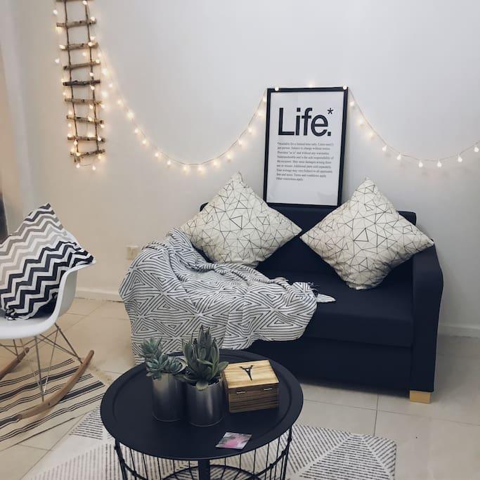 客厅的小灯泡给房间增加一份温暖