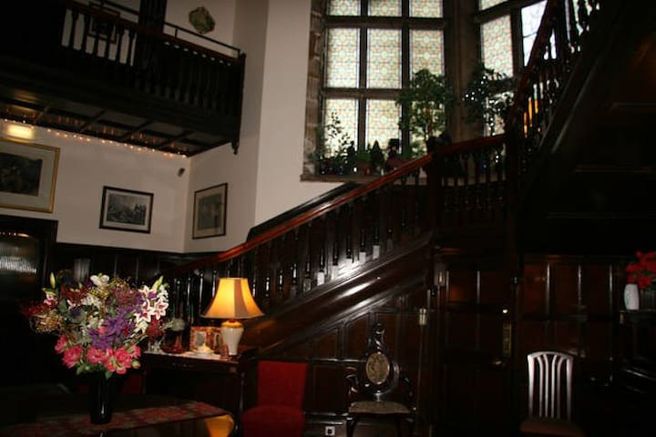 Alice's Room at Touchwood House - Inverness - Bed & Breakfast