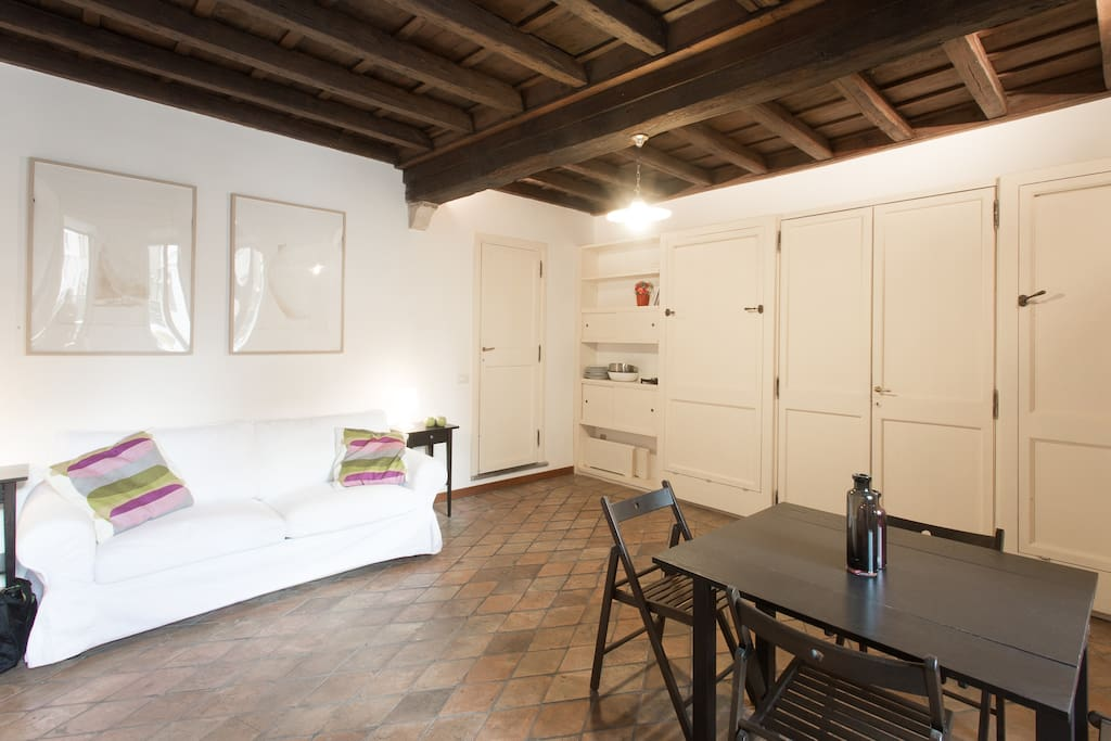 Pantheon family studio apartments for rent in rome for Studio apartments in rome