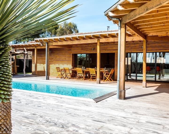L'abricotier: villa, bois flotté, piscine chauffée