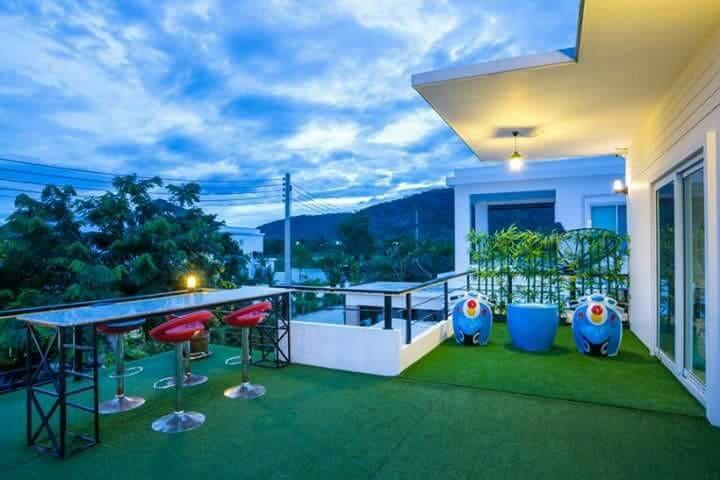 Timeless pool villa huahin