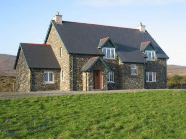 Fantastic 4 Bedroom Detached House  - Rossnacaheragh - Hus