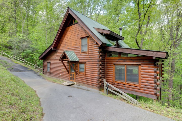 Wheelchair accessible cabin with fireplace, hot tub, pool table, and game room