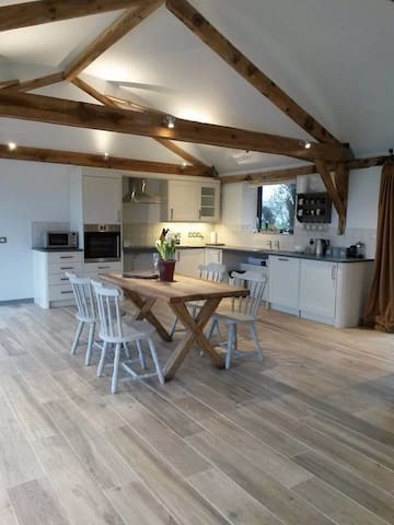 Fully accessible barn conversion. - Sutton Mandeville - House