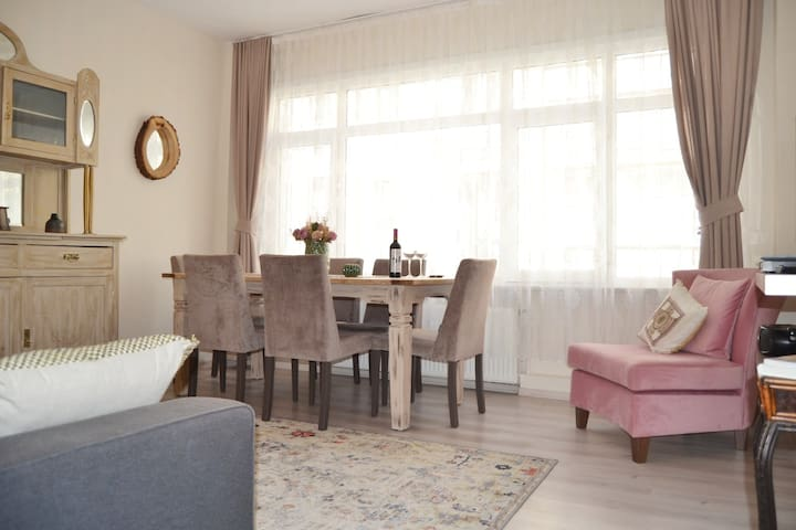 Bright 2 bdr Apartment in Centre of Istanbul.