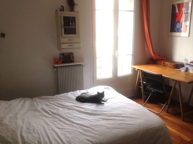 Grande Chambre dans appartement 3 pièces lumineux