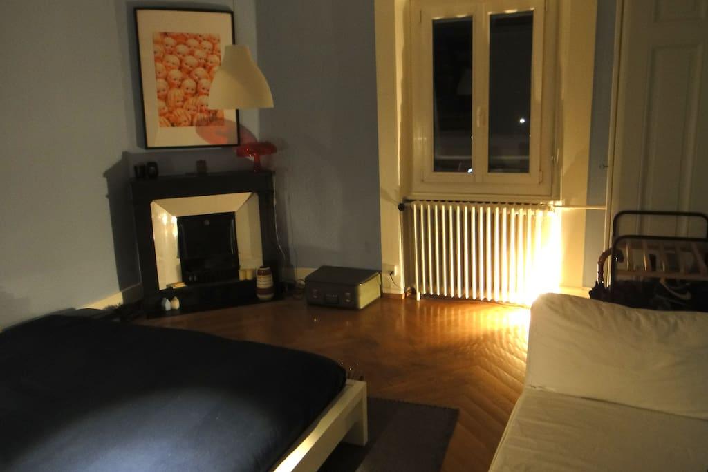 Front bedroom (20m2), night.