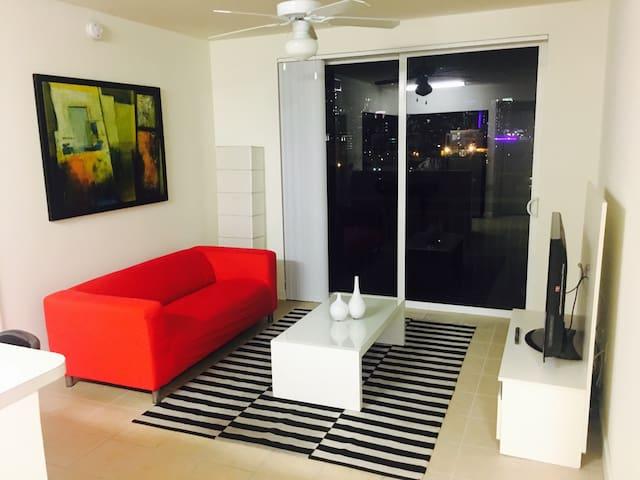 Downtown Miami Room w/PRIVATE BATH + FREE PARKING - Miami - Departamento