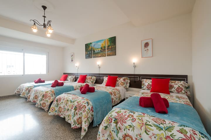 Room 4 people station train center - Granada, Andalucía, ES - Bed & Breakfast