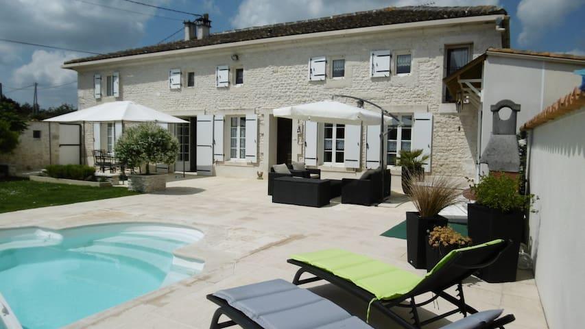Chambre d'hôte près de Saintes 17 - Saint-Sever-de-Saintonge
