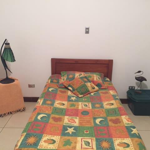 Acogedora habitación - Ulloa - Bed & Breakfast