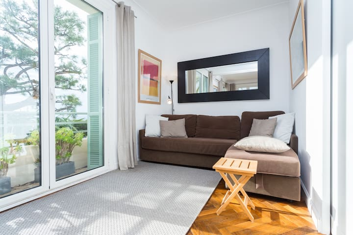 coin salon transformable en chambre (cloison coulissante) lit 2 places DIVA pliable avec lit fait