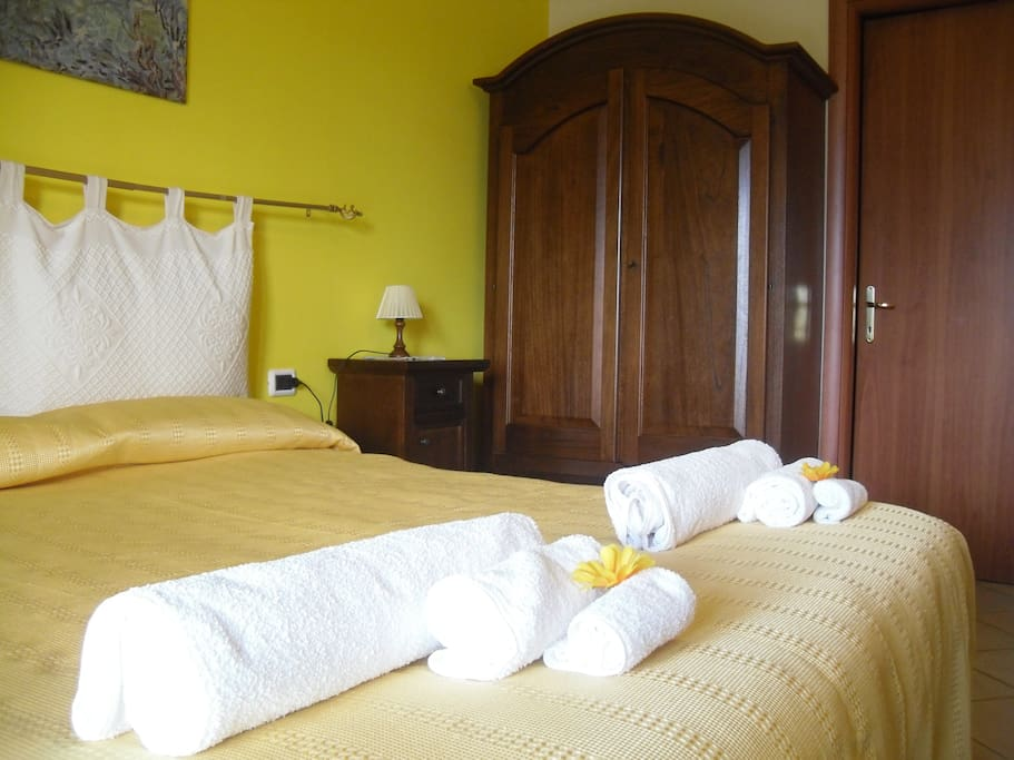 Yellow bedroom - Camera Campagna