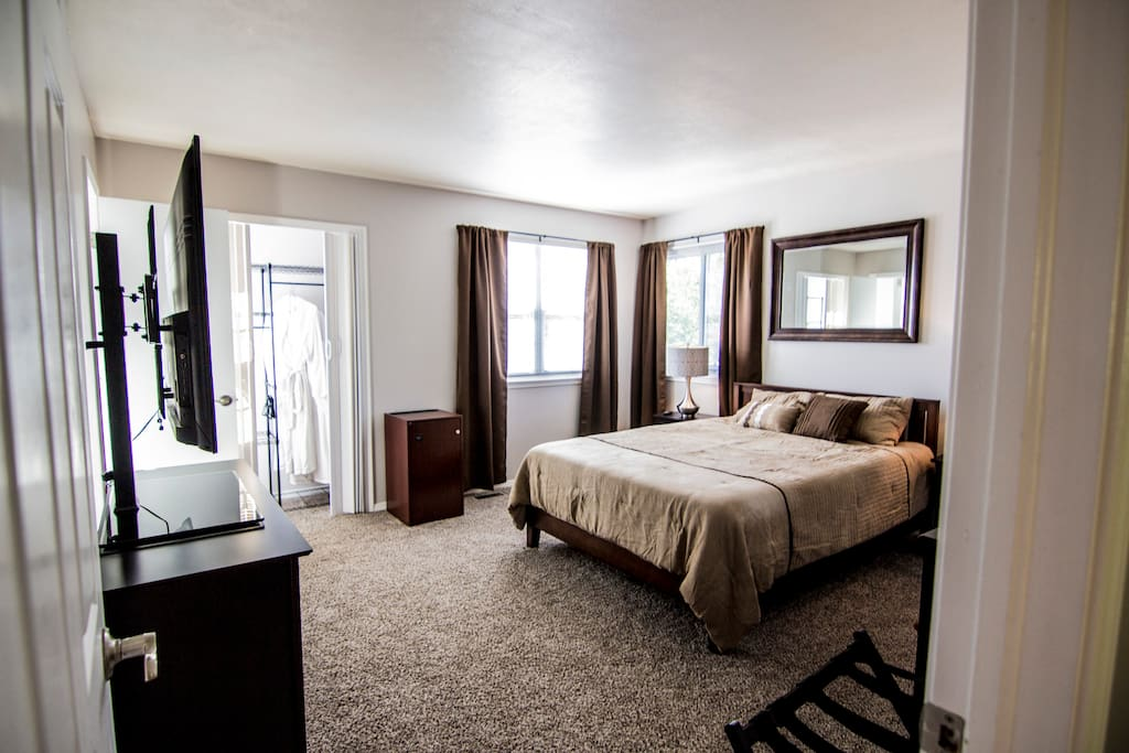 The main bedroom on the top floor from where you can enjoy the scenic view of the Cheyenne mountain from your Queen size bed