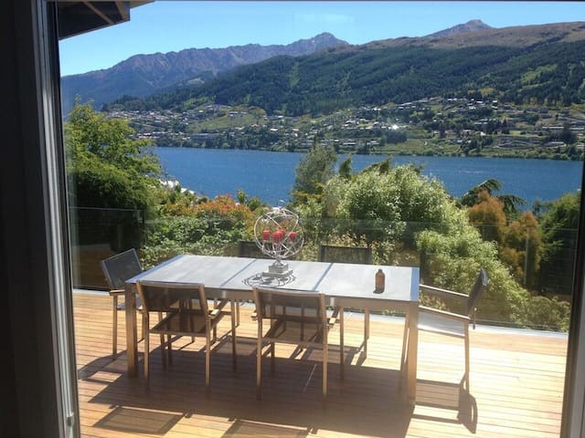 Uranga Villa - luxurious home with spa pool