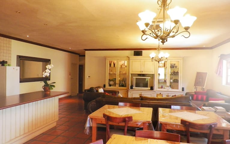 Grapevine Guesthouse Paarl - Paarl - Bed & Breakfast