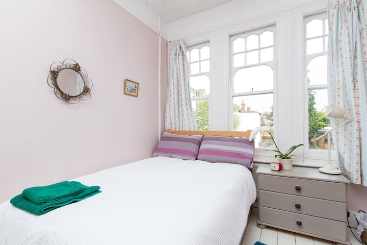 Fab Sunny Room in South London