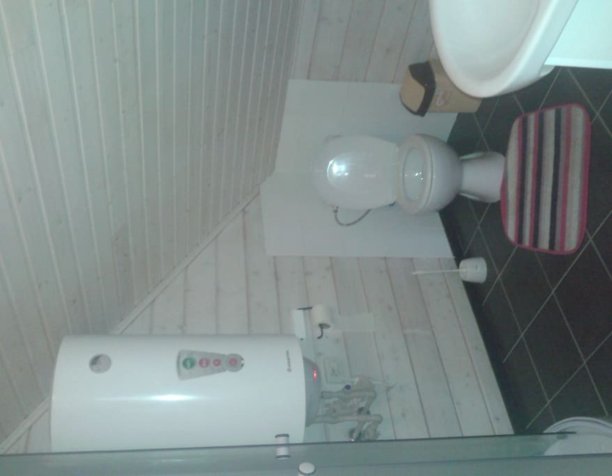 private bathroom equiped with shower/toilet/sink, heated floor