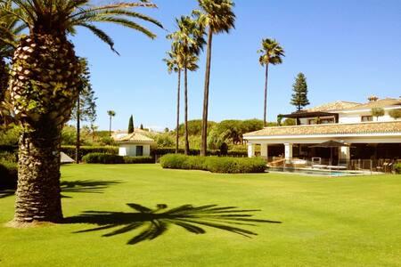 Luxury Beach Villa with Pool & Gym - San Roque