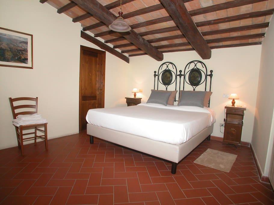 Camera matrimoniale con letto kingsize