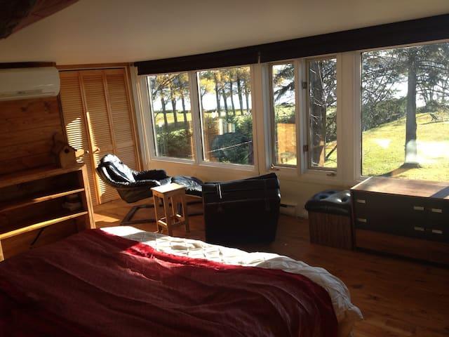 Chambre de luxe avec vue panoramique sur lac!