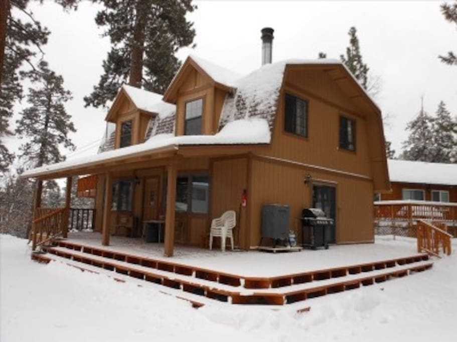 Moonridge manor retreat bear mtn cabins for rent in for Big bear retreat cabins