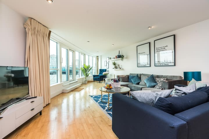 Stunning 2 bed apartment with 700 sqft balcony