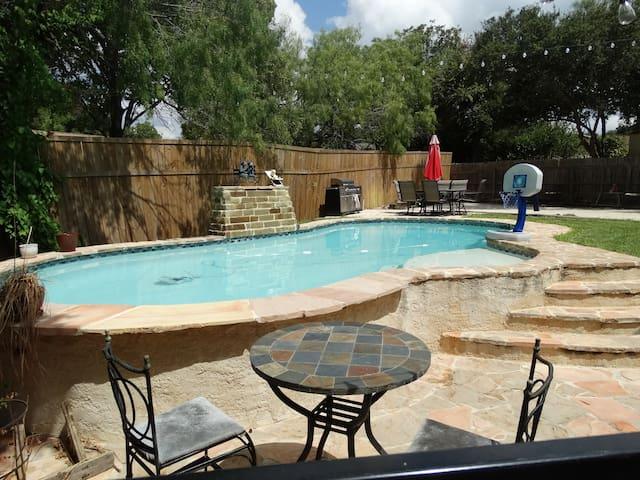 Beautiful 5/3 home sleeps 12 w/ inground pool