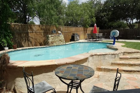 Amazing 5/3 home sleeps 12+ w/heated private pool