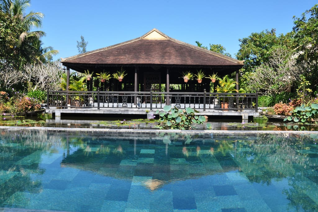 The common area is on the large lotus pond where you enjoy your breakfast and reading, relaxing.