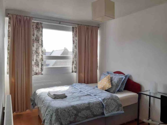 Mile End Apartment-Double room, zone 2, near statn