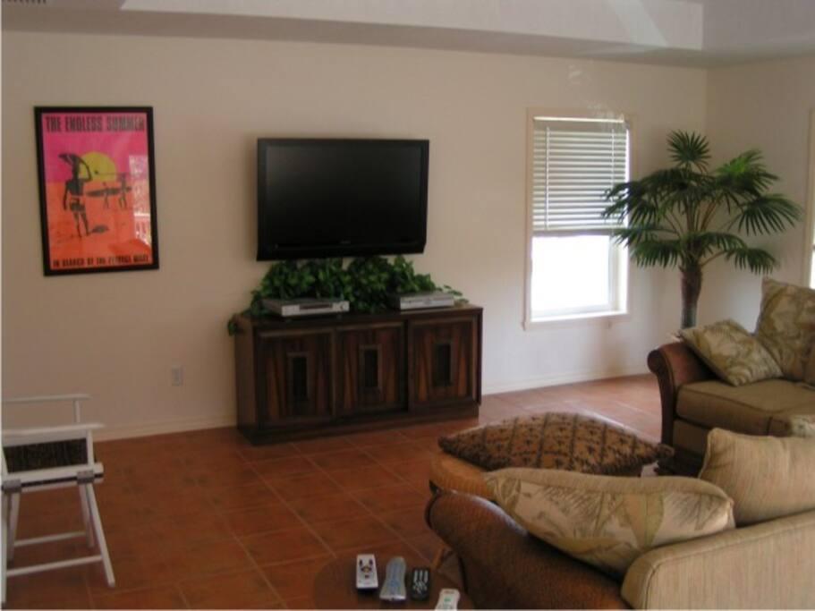Large living area. Amazon tv, sling, netflix.