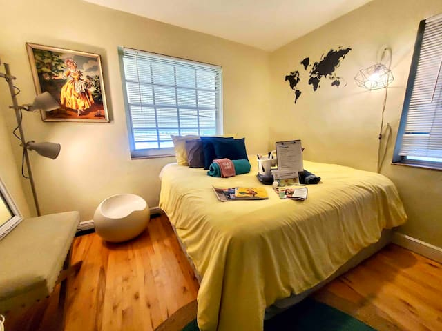 Relaxing Getaway Suite near Beaches W/Breakfast