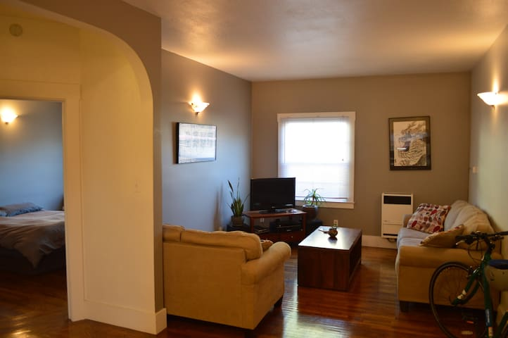 Large One Bedroom on Lake Merritt