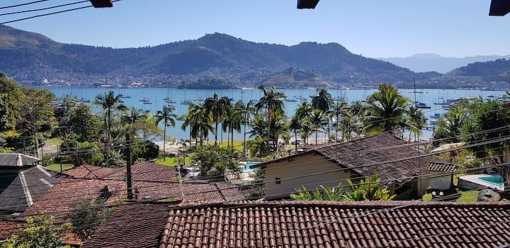 Casa com vista para o mar, excelente localização