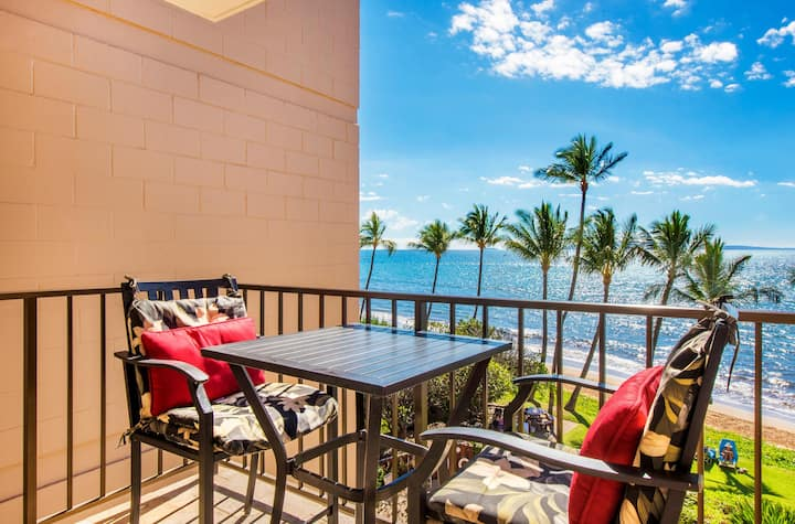 KR402- Oceanfront Condo Oceanview and Beautiful Secluded White-Sand Beach!