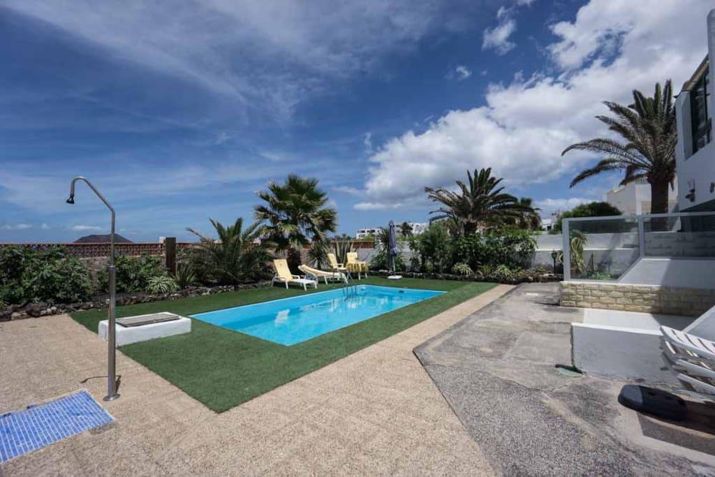communal swimmingpool complex first line beachpromenade Corralejo