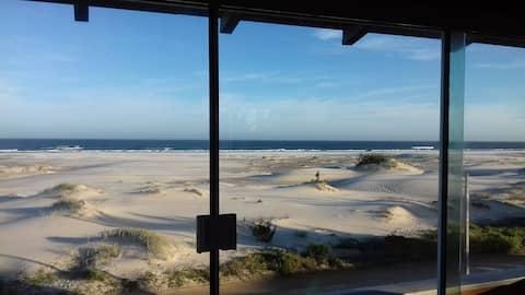 Sea view, beach walks, birdlife and tranquility .