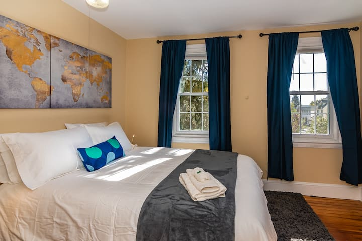 Queen beds are set up for you in each of the four bedrooms! Like our furnishings? See kit.co/curranlodging