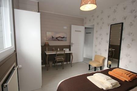 Chambre familiale double 5 hôtes - Pontorson - Bed & Breakfast