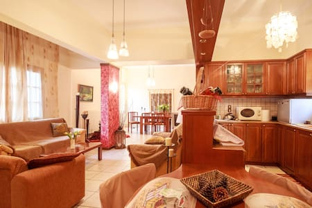 Cozy ample home for 4 people - 5* reviews! - Souda - Huis