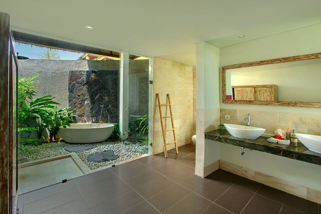 Anusara Luxury Villas- Bathroom