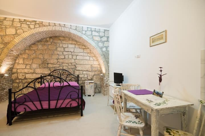 Old Town Budget - Studio with Sofa Bed - Resticeva Street 1