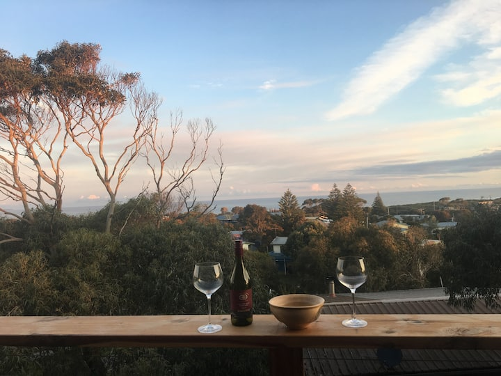 STUNNING OCEAN VIEWS/CENTRAL CAPE PATERSON. Wifi