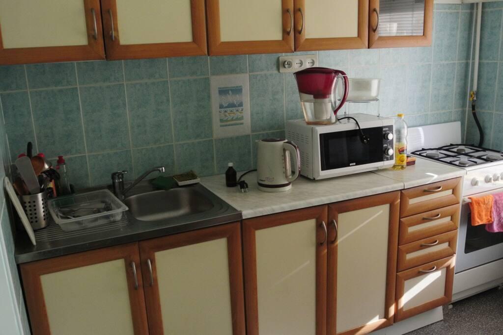 Кухня с микроволновкой